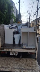 トラックに積み込んだ回収品