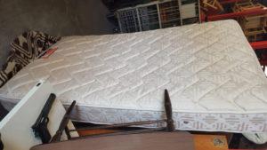 回収したベッドマット